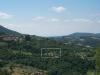 La Tornaia ligger vakkert til i åssiden rett nedenfor Chitignano. Bildet er tatt fra Croce di Sarna med utsikt utover en frodig dal med vingårder, olivenlunder, kastanjetrær og mye annet.