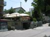 Le Tre Fontane (eller 'pizzeriaen') er stedet å spise i Chitignano, ikke spesielt innbydende utenfra, men ikke desto mindre hyggelig inne. Mat og drikke er definitivt over middels. Til venstre ligger stedets ungdomsbule, om kvelden er det en urskog av scootere her.