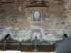En av landsbyens vannposter, vannet er ikke drikkbart, men det brukes framdeles til tøyvask.